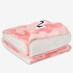 PINK Super Soft Pink Camo Sherpa Blanket NEW